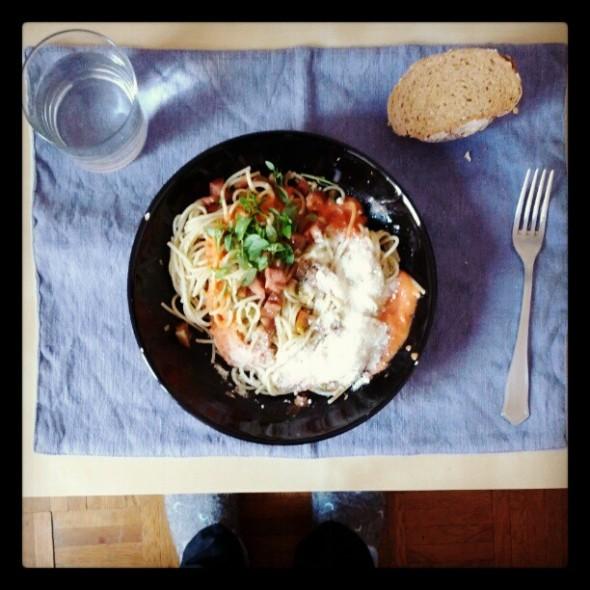 espaguettis-albahaca-tomate